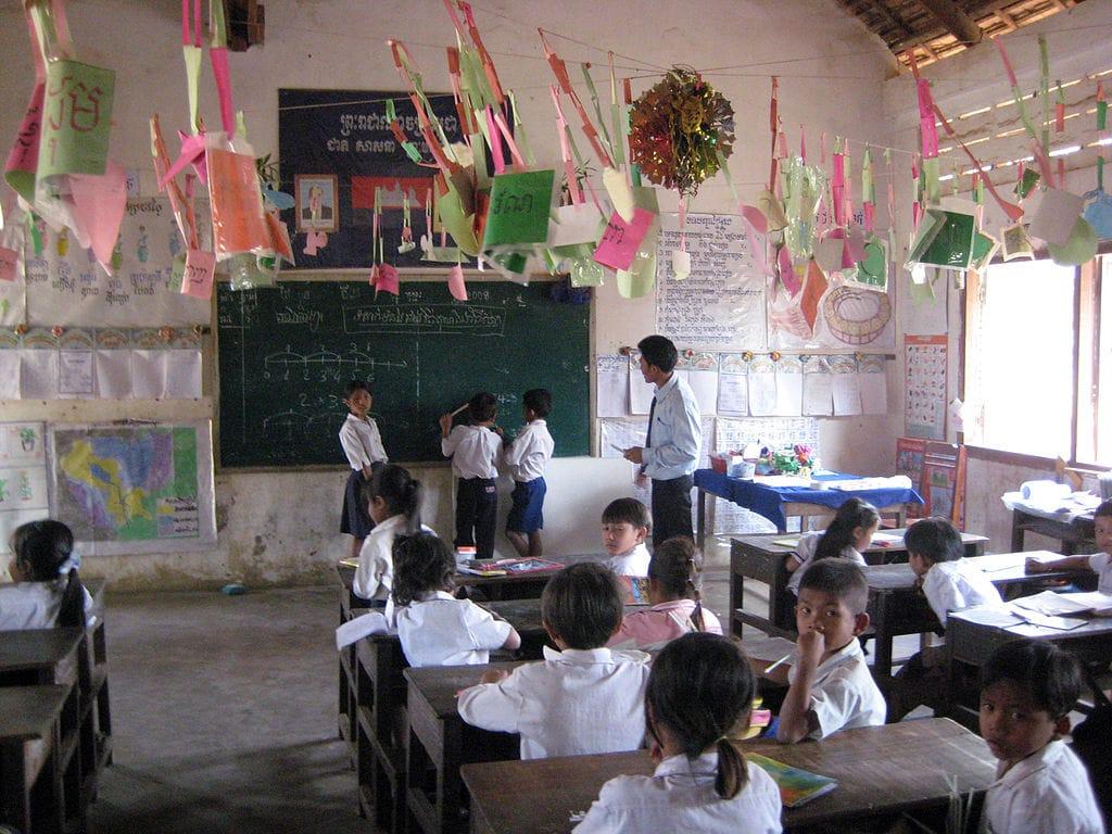1024px-Samraong_classroom