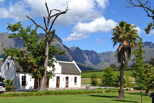 white-house-near-mountains